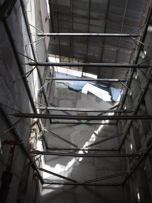 contenção de fachadas interior